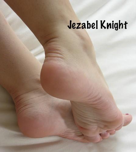 Jerk your cucky cock to femdom feet
